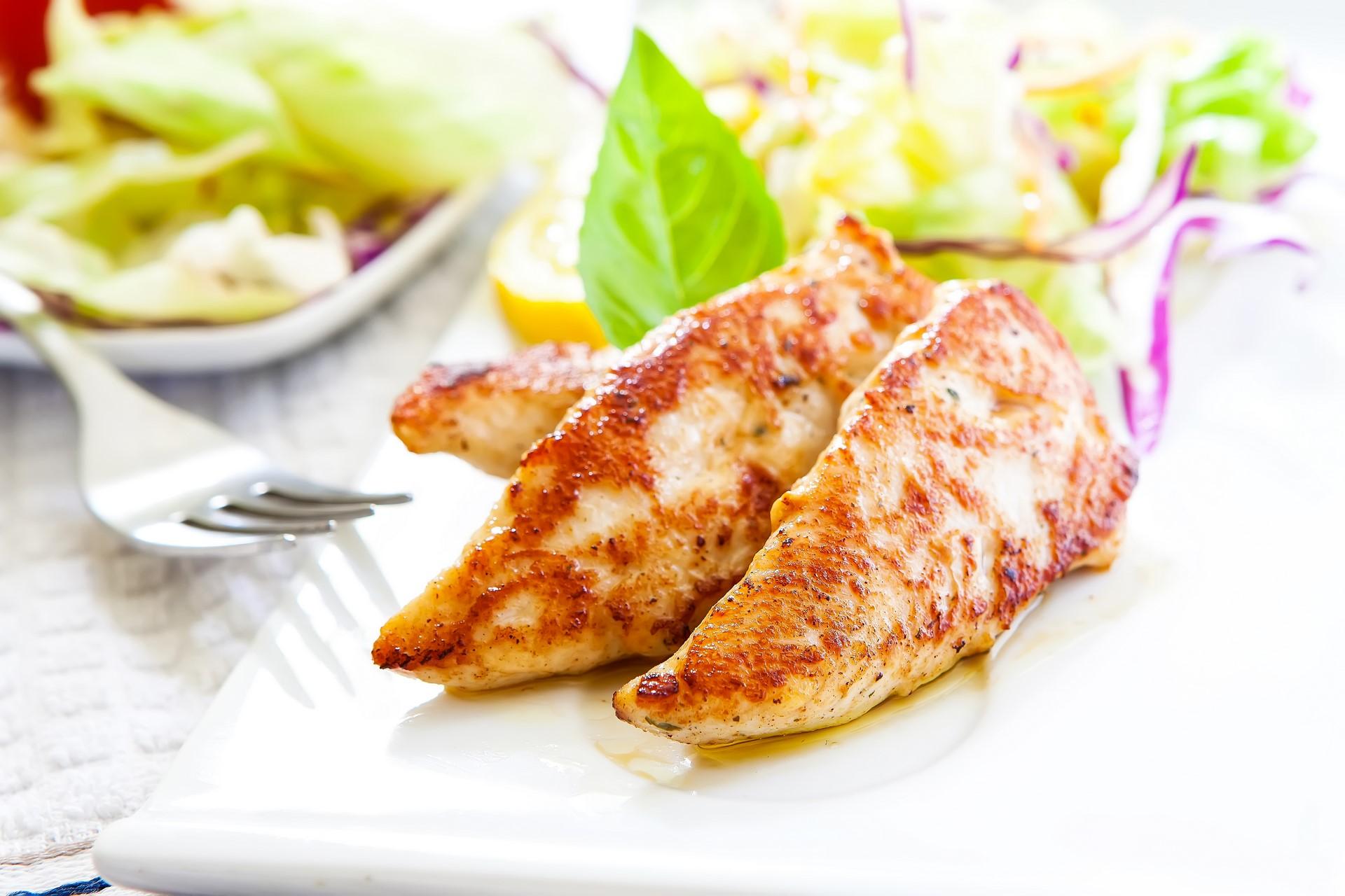 kurczak z warzywnymi chipsami
